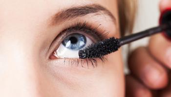 6 stvari koje morate znati o šminkanju ako nosite kontaktne leće