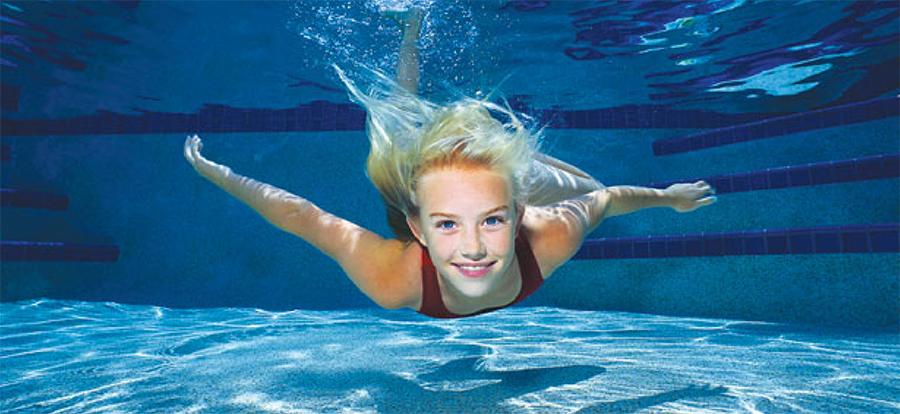 Nošenje leća za vrijeme plivanja u bazenu